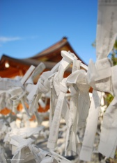 O-mikuji are fortunes written on strips of paper, which you can purchase at Shinto shrines like Fushimi Inari-Taisha. Kyou o-mikuji (bad paper fortunes) are tied to metal wires on the temple grounds.