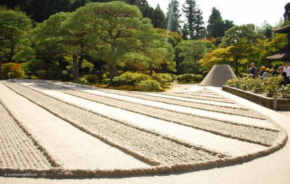 Ginshadan (sand garden) and kogetsudai (sand formation symbolising Mt Fuji).